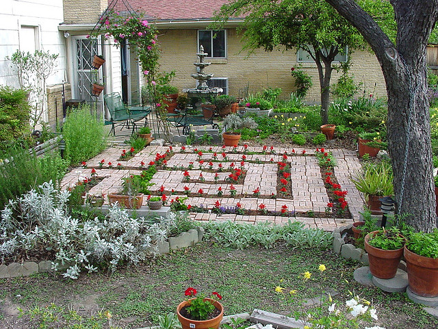 Educational kid friendly landscaping ideas for Children friendly garden designs