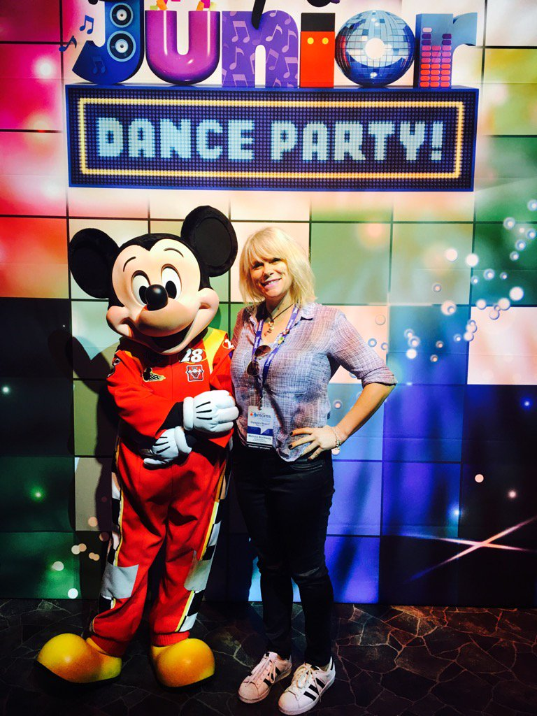 "Experience The Disney Social Media Mom ""On-The-Road"